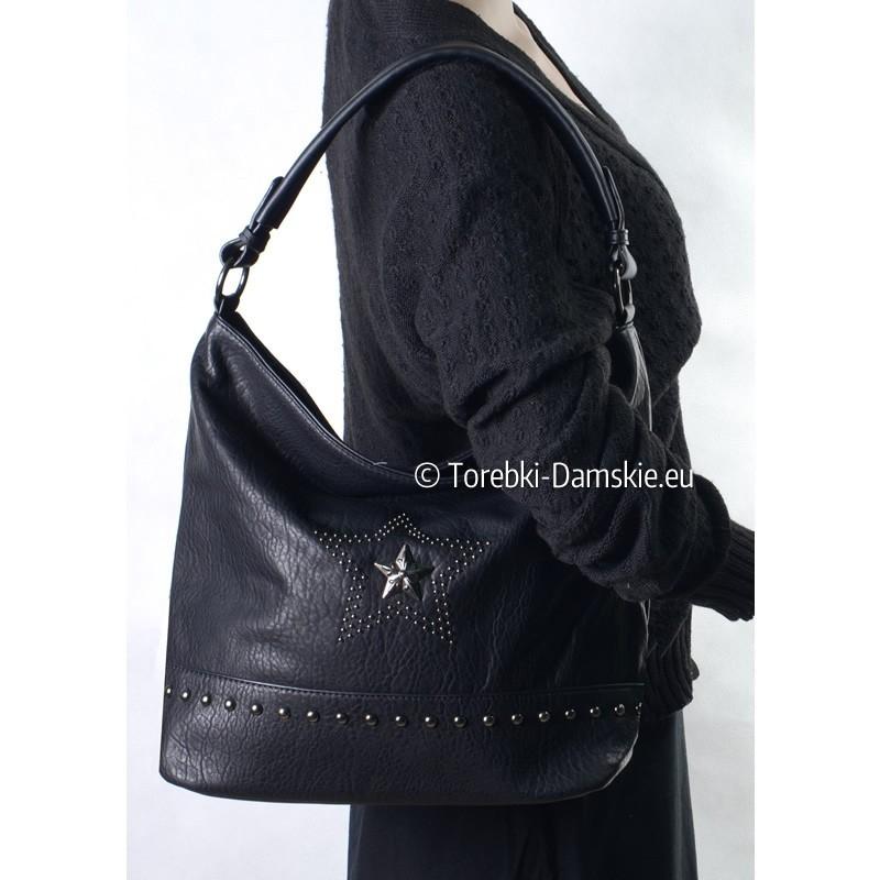 Czarna torba damska z gwiazdą i ozdobnymi ćwiekami