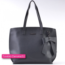 Czarna torba shopper w nowym modnym fasonie