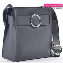 Czarna torebka damska ze srebrną ozdobną okrągłą sprzączką