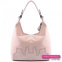 Różowa pastelowa torba damska z ozdobną aplikacją