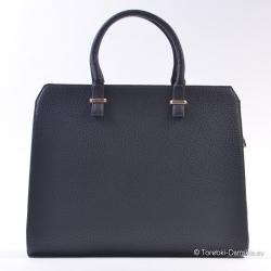 Czarny damski sztywny kufer...