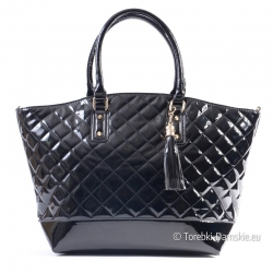 Czarna pikowana lakierowana torebka