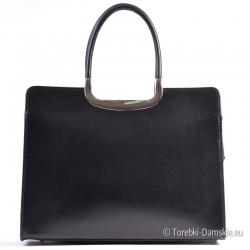 Czarna skórzana prostokątna torebka włoska z metalowymi ozdobami