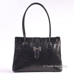 Skórzana czarna torebka wizytowa z ozdobą z przodu