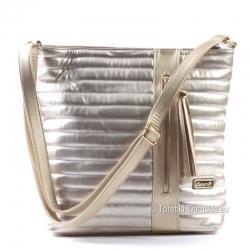 Złota torebka listonoszka - modny kolor