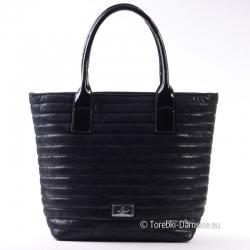 Shopper czarny pikowany z lakierowanymi elementami
