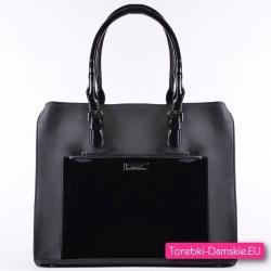 Duży kuferek czarny z lakierowaną kieszenią i uchwytami