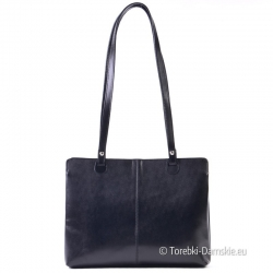 Czarna skórzana włoska torebka na ramię średniej wielkości