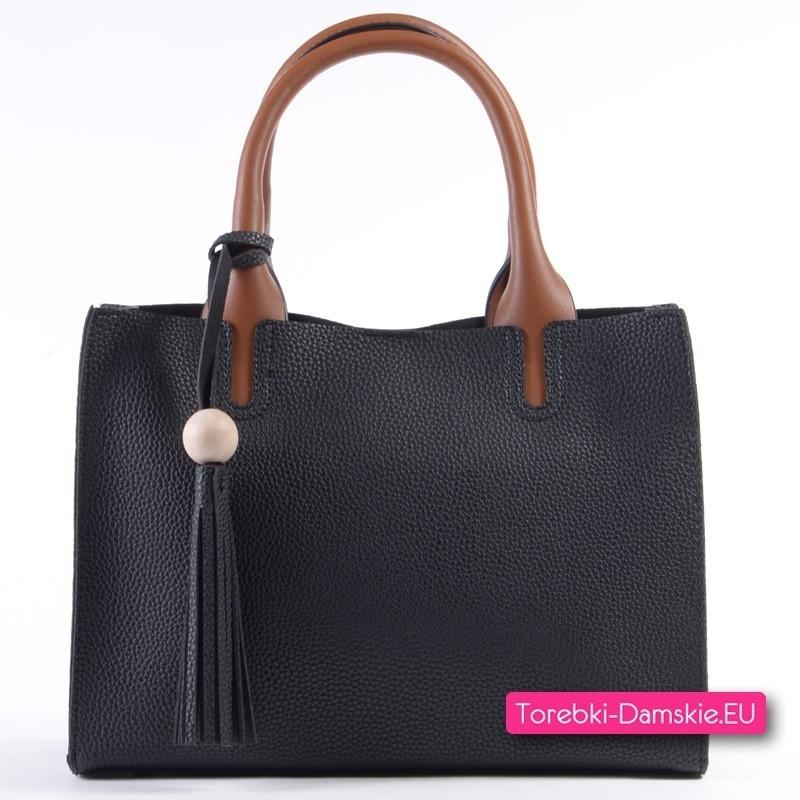 Czarna torebka z brązowymi uchwytami, frędzlem i paskiem kolorowym