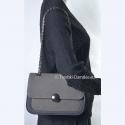 Czarno - szara torebka na długim łańcuszku