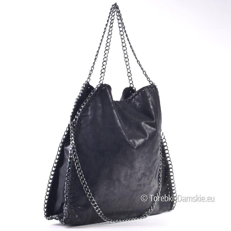 b91ecb3b Czarna połyskująca torebka damska z łańcuszkami
