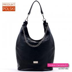 Czarna torba ze srebrnym ozdobnym łańcuszkiem