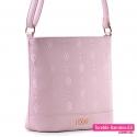 Różowa torebka crossbody