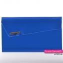 Niebieska lakierowana torebka kopertówka