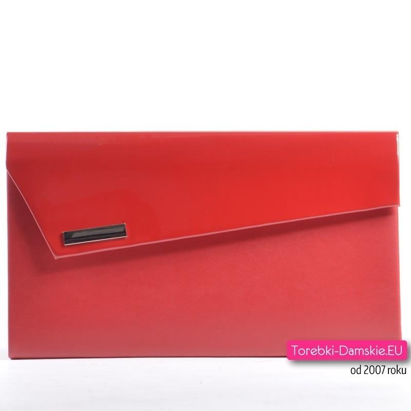 Czerwona torebka - kopertówka z lakierowaną klapą