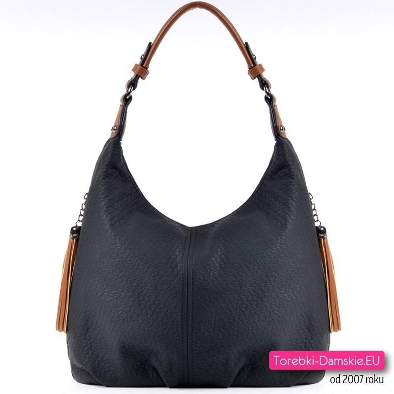 Czarna torebka damska średniej wielkości na ramię albo do przewieszenia