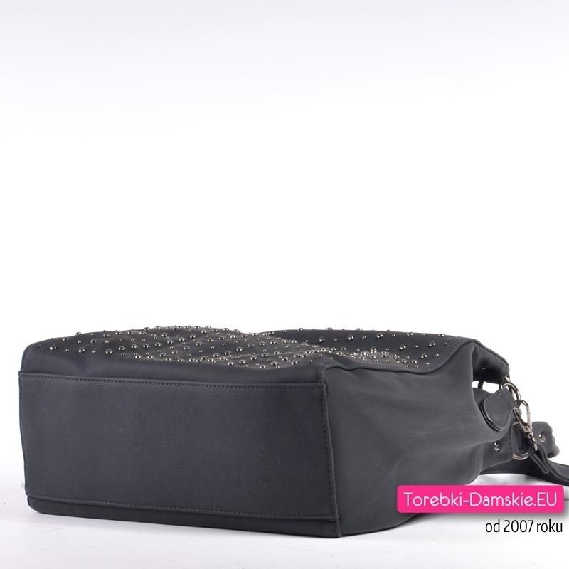 30006f43731be ... Czarna miejska torebka na ramię i do przewieszenia z ćwiekami z przodu  ...