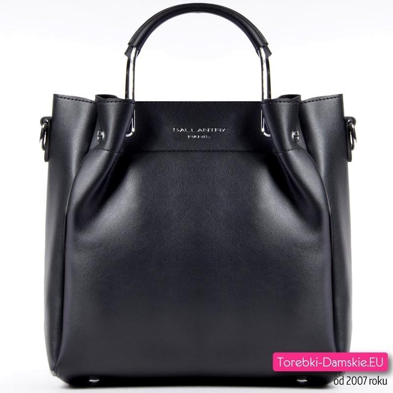 Czarna torebka z metalowymi rączkami, pasek do przewieszenia