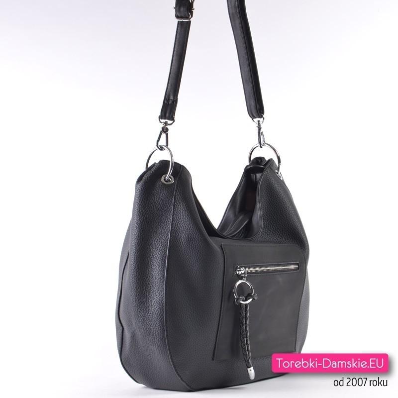 3e38d41adaf0f Czarna torebka z kieszenią zamykaną z przodu · Tania czarna torebka na ramię  i do przewieszenia ...
