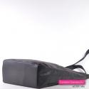 Czarna elegancka pojemna torebka o regularnych kształtach
