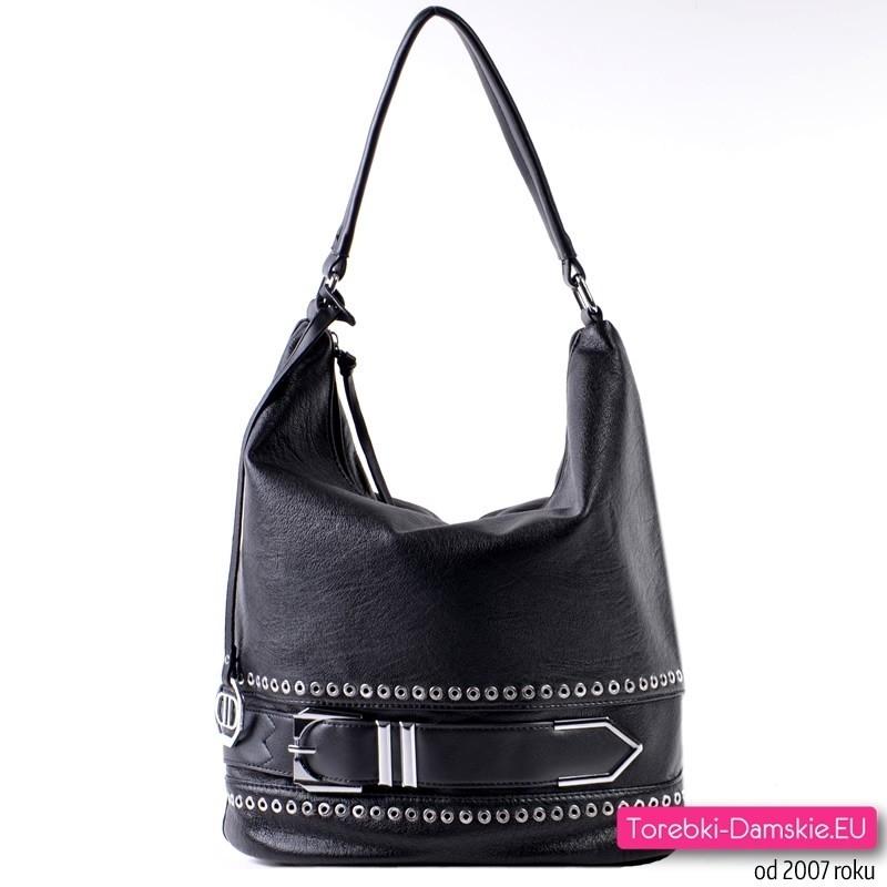 9f9b5b5583d15 Czarna torba miejska na ramię - worek z ozdobnymi nitami i klamrą