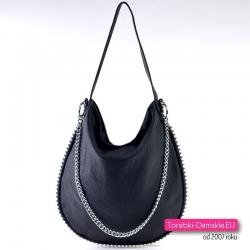 Czarna torebka z ozdobnym odpinanym łańcuszkiem i perłami