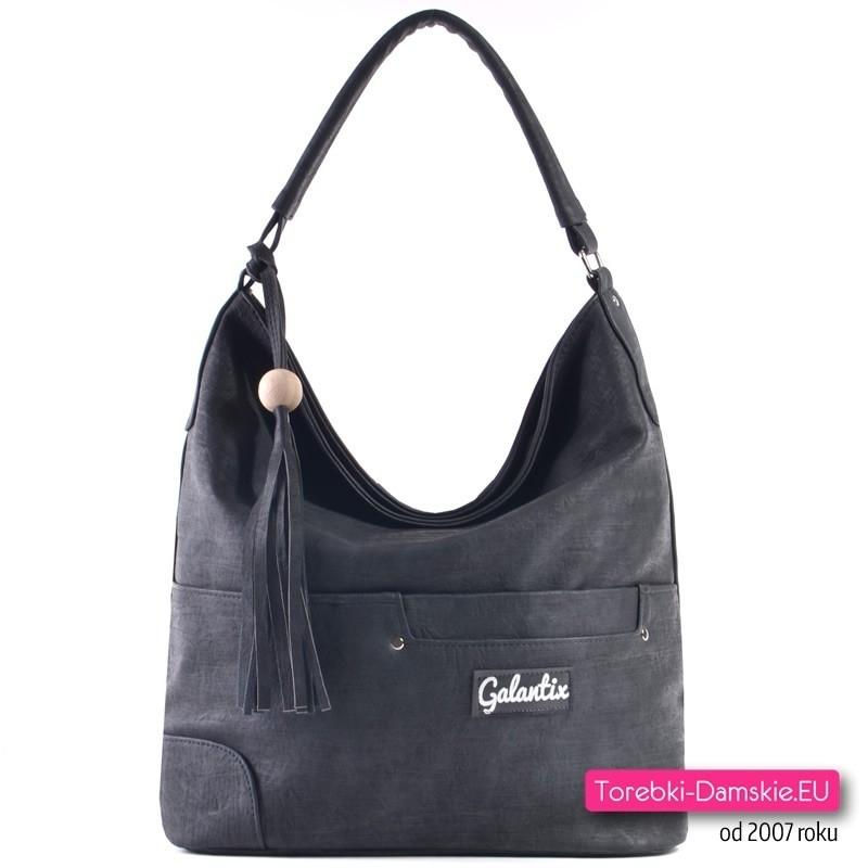 Czarna torebka z odpinanym chwostem i kieszenią z przodu