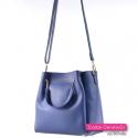 Tą kobaltową torebke nosić można jako kuferek lub listonoszka