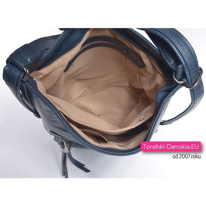 e5af061c6e5fc ... jednym  Wnętrze granatowego torebko-plecaka z przegrodą