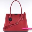 Czerwona torebka damska kuferek w pięknym odcieniu