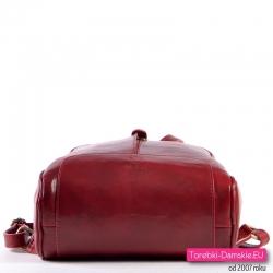 Skórzany plecak damski w pięknym odcieniu czerwieni