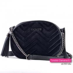 Czarna chanelka - torebka pikowana z frędzlem chwostem