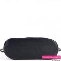 Czarna torebka pikowana z płaskim usztywnionym spodem