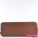 Kuferek w kolorze brązowym ze stopkami do stawiania