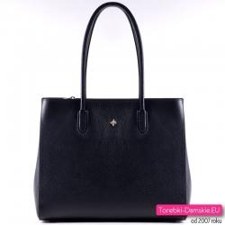 Czarna torebka ze skóry produkcji włoskiej