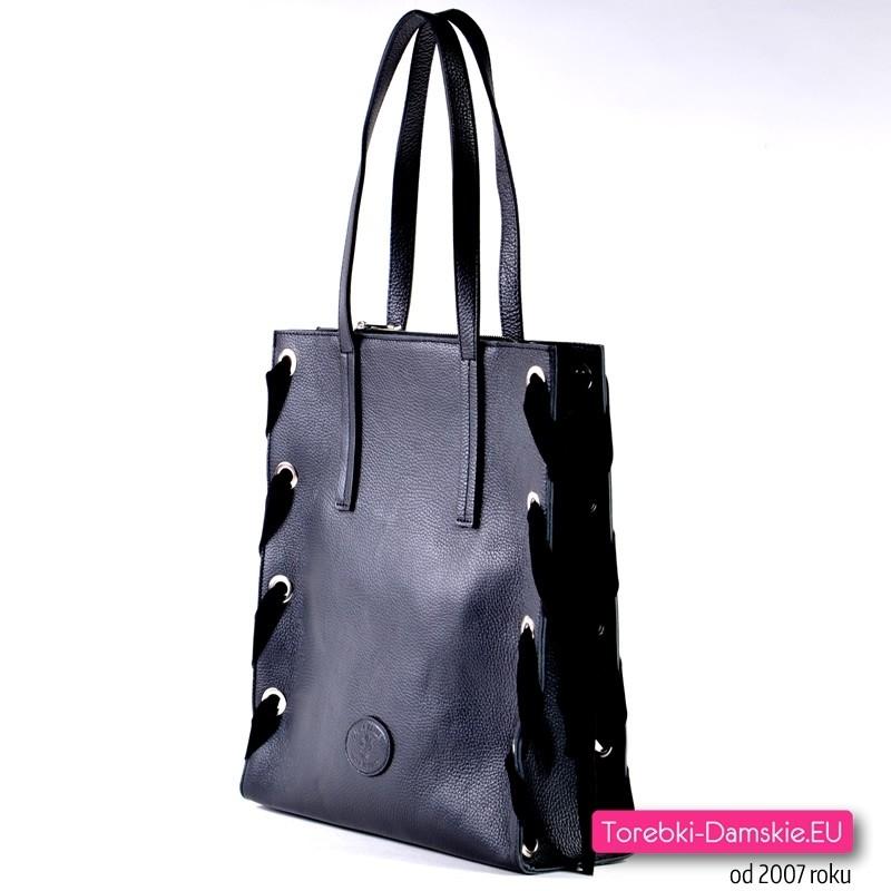 4e2bb37b35054 ... Prostokątna czarna skórzana włoska torba na ramię - gratis kosmetyczka  ...
