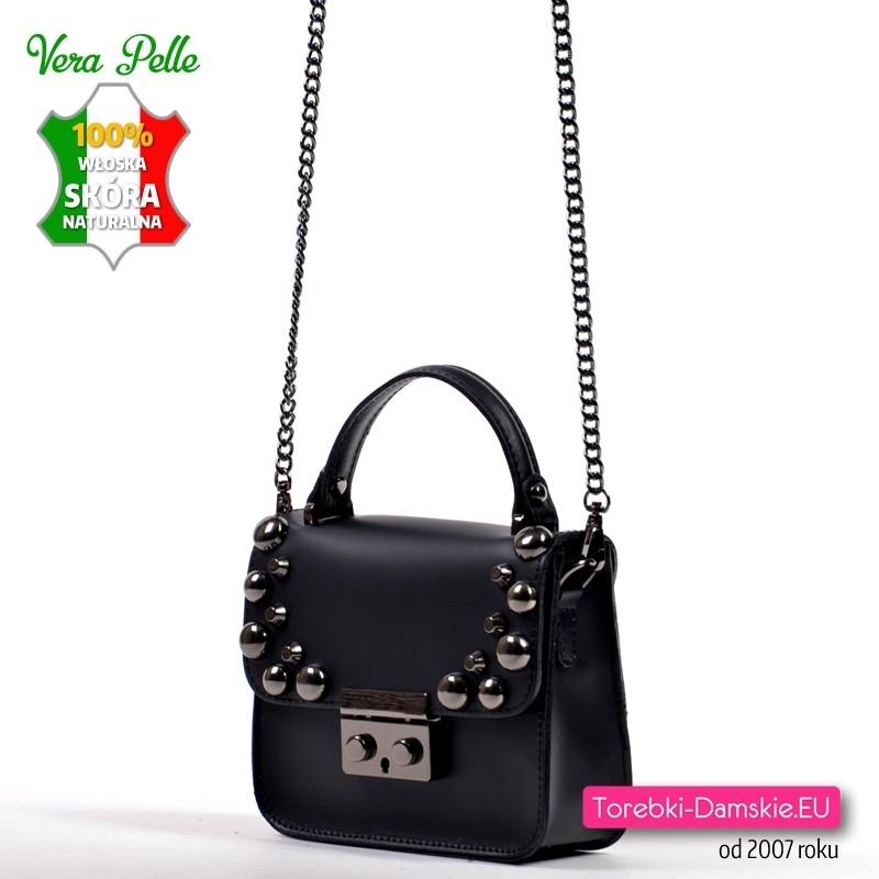 Włoska mała torebka skórzana czarna na łańcuszku