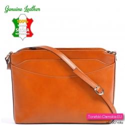 Skórzana torebka w jasnym modnym odcieniu brązu