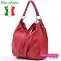 Włoska torebka w ciemnym odcieniu koloru czerwonego ozdobne sprzączki na bokach
