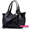 Duża torba z odpinanym frędzlem, długim paskiem, kolor czarny - pojemna