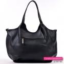Czarna duża torebka z kieszenią z tyłu w modnym fasonie