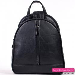 Czarny plecak damski z pionowym suwakiem z przodu