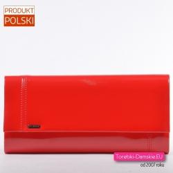 Czerwona lakierowana torebka koperta