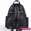 Czarny plecak damski - kieszenie z tyłu, na bokach i z przodu