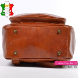 Stylowy plecak damski ze skóry w kolorze brązowym - ładny koniakowy odcień