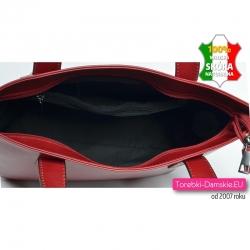Czerwona skórzana torba z dużą ilością kieszeni w środku - aż 5