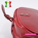 Czerwona skórzana torba crossbody z klapą