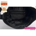 Wnętrze czarnej skórzanej torby z podszewką i 2 kieszeniami