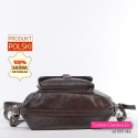 Spód tego torbo-plecaka wzmocniono dodatkowym paskiem