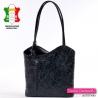 Czarna włoska torebka z wytłoczonym w skórze wzorem i plecak damski w jednym